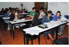 Alumnos en clase de Matemática Financiera